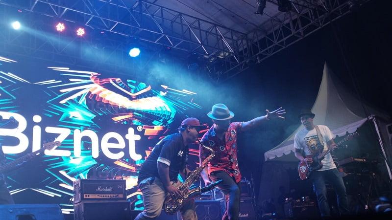 Penampilan-Shaggydog-di-Biznet-Festival-Cirebon-2018